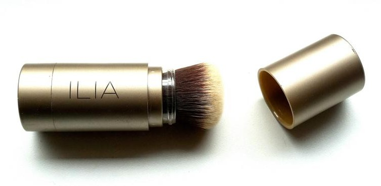 ILIA Translucent Powder Pinsel - Highendlove