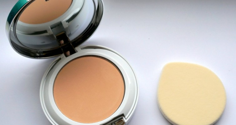 CLINIQUE Beyond Perfecting Powder Foundation - Highendlove