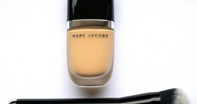 MMARC JACOBS Genius Gel Foundation & MARC JACOBS Genius Gel Foundation & The Face II Sculpting Foundation Brush No. 2 - Highendlove