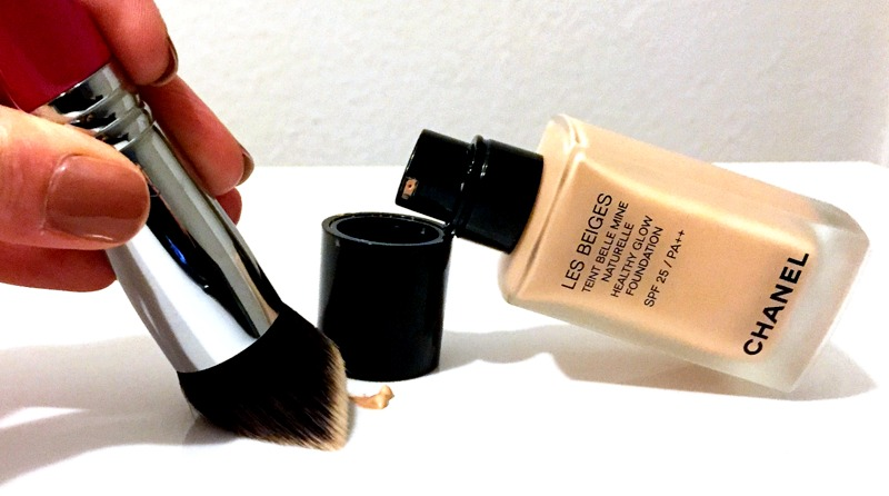 CHANEL Les Beiges Healthy Glow Foundation - Highendlove