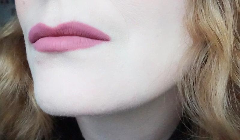 KYLIE Matte Liquid Lipstick & Lip Liner Swatch - Highendlove KYLIE Matte Liquid Lipstick & Lip Liner Poesie K - Highendlove