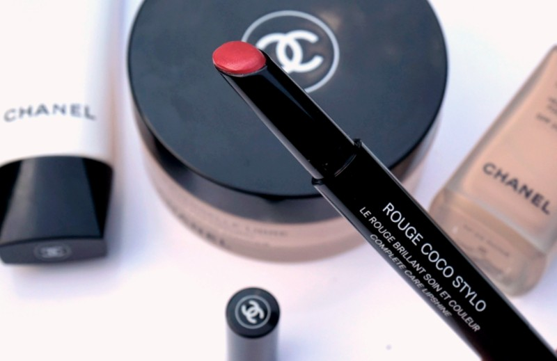 CHANEL Rouge Coco Stylo in Lettre - Highendlove