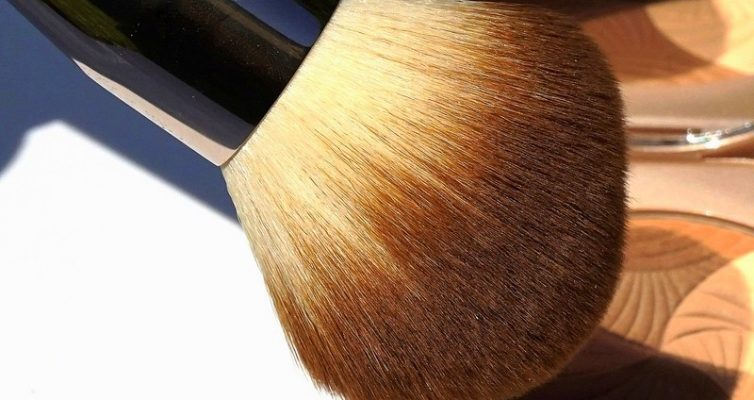 LA MER The Powder Brush- Highendlove