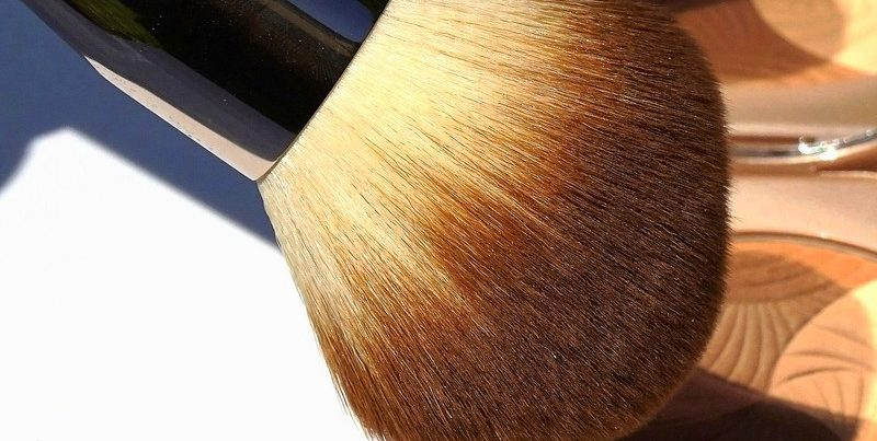 LA MER The Powder Brush- Highendlove
