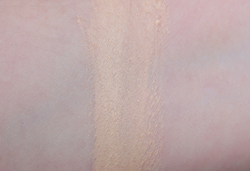 LANCOME Teint Idole Ultra Cushion Foundation Swatch Farbe 01 - Highendlove