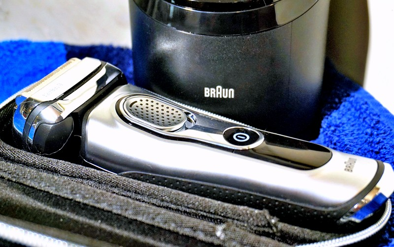 BRAUN Series 9 Wet & Dry Rasierer & Clean & Charge Station - Highendlove