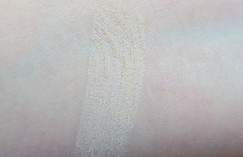 CLINIQUE Almost Powder Makeup Swatches 01 Fair - Highendlove