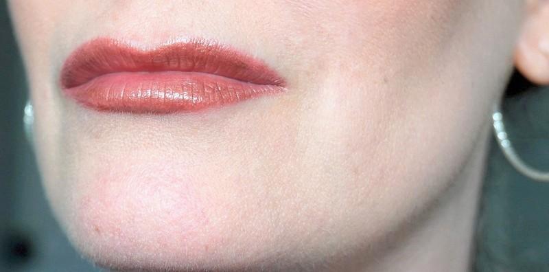 HUDA BEAUTY Lip Strobe Foxy - Highendlove