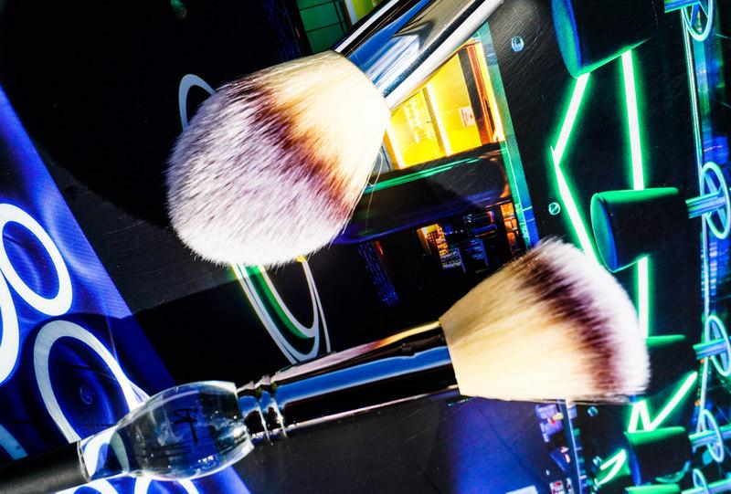 IT COSMETICS Illumination LSF 50 CC Cream & Confidence in a Cream & Heavenly Luxe Powder & Blush Brush - Highendlove